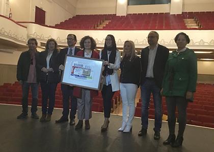 Foto de familia de la presentación del cupón dedicado al Teatro Bergidum de Ponferrada