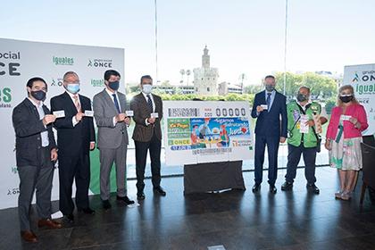 Foto de familia de la presentación, en Sevilla, del cupón de la ONCE dedicado a la hostelería