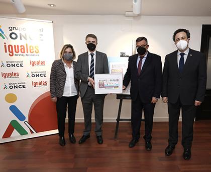 Foto de familia de la presentación del Cuponazo dedicado al Día Mundial de Concienciación sobre el Autismo