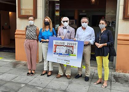 Foto de familia de los participantes en la presentación del cupón del 6 de septiembre