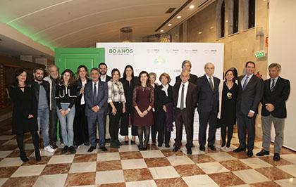 Foto de familia de los premiados y las autoridades de los Premios Solidarios ONCE Cantabria 2018