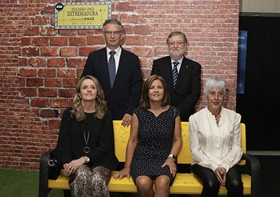 Foto de familia de los Premiados con los Solidarios ONCE Extremadura 2019
