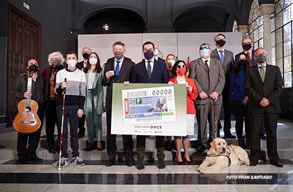Foto de familia de la presentación del cupón dedicado al Día de Andalucía