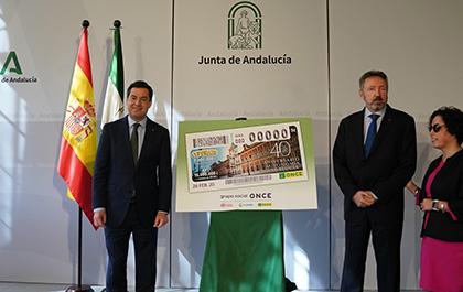 Juan Manuel Moreno, Cristóbal Martínez e Isabel Viruet, en la presentación del cupón