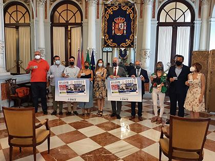 Foto de familia de la presentación del cupón dedicado al Mercado de las ATarazanas, de Málaga