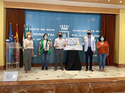 Foto de familia de la presentación del cupón dedicado a la Fiesta de la Urta