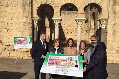 Foto de familia de la presentación del cupón dedicado a Medina Azahara
