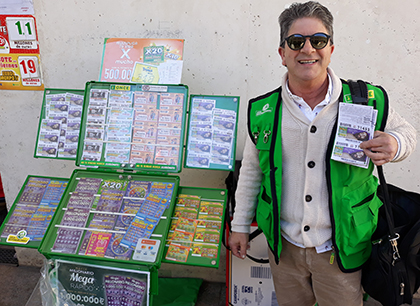 Juan Manuel Moreno, vendedor de la ONCE que ha repartido más de 1,8 millones en la plaza de Abastos de Cádiz