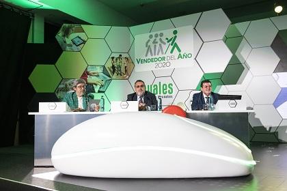 El presidente y el director general de la ONCE, Miguel Carballeda y Ángel Sánchez, respectivamente, con el conductor de la gala, Juanma Ortega