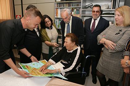 La Infanta Margarita durante su visita al Servicio Bibliográfico de la ONCE