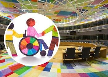 Collage con imagen del Consejo Europeo de fondo y pictograma alusivo a las personas con discapacidad