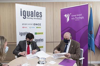 Firma del acuerdo entre la ONCE y el Consejo General de Colegios Oficiales de Psicólogos de España
