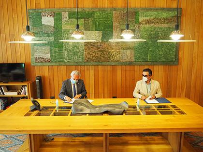 Firma del acuerdo entre la ONCE y el Parlamento de Galicia