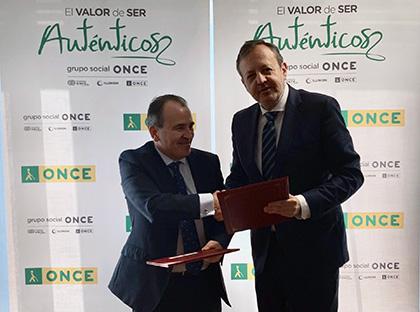 Luis Natalio Royo y Alberto Reyero, tras la firma del acuerdo