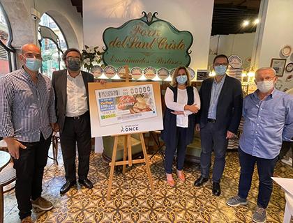 Foto de familia de la presentación del cupón de la ONCE dedicado a la Ruta del Llonguet