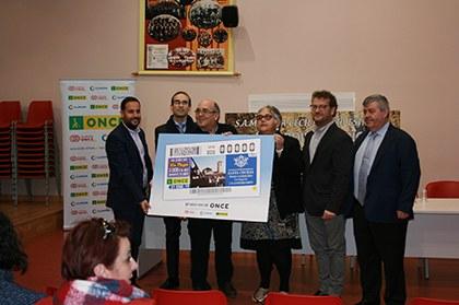 Foto de familia de la presentación del cupón dedicado a la Sociedad Artístico Musical Sta Cecilia de Pozo Estrecho