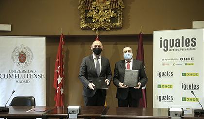 Joaquín Goyache Goñi y Miguel Carballeda, tras la firma del acuerdo
