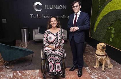Gabriela Michetti posa junto a Alberto Durán