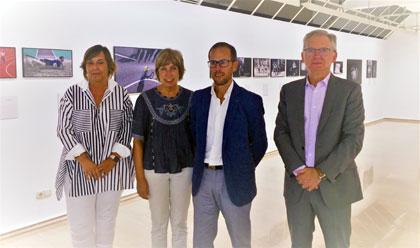 Foto de familia de los participantes en la presentación de la exposición fotográfica