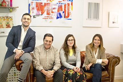 Foto familia tras el acuerdo entre la Comisión Braille Española y Lacía