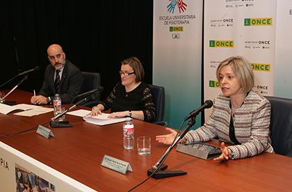 Santiago Atrio, Imelda Fernández y Ana B Varas durante la inauguración de las Jornadas de Fisioterapia de la ONCE