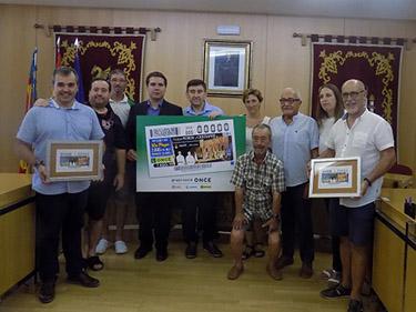 Foto de familia de la presentación del cupón dedicado a las Fiestas de Moros y Cristianos de Aspe