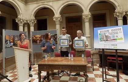 Foto de familia de la presentación del cupón del 27 de julio dedicado a Novelda