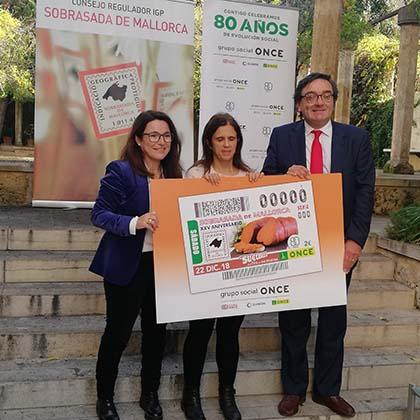 Foto de familia de la presentación del cupón dedicado al 25 aniversario del Consejo Regulador de la Sobrasada de Mallorca