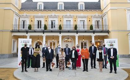 Ganadores y miembros del jurado de los Premios Tiflos de Literatura