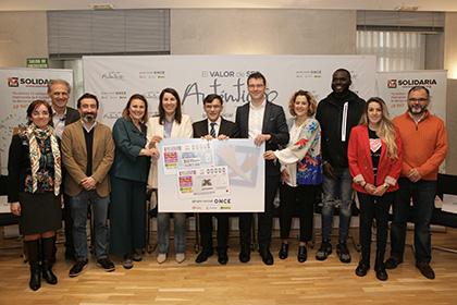 Presentación de los cupones de la ONCE dedicados a la X Solidaria