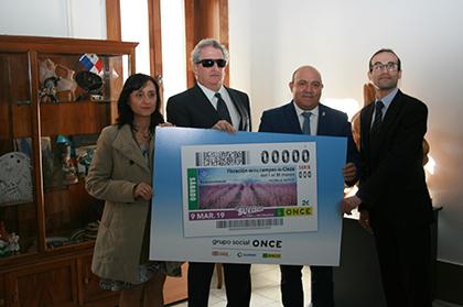 Foto de familia de la presentación del cupón de la ONCE dedicado a la FLoración de los Campos de Cieza