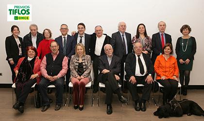 Foto de familia con todos los integrantes del jurado de los Premios Tiflos de Literatura 2018