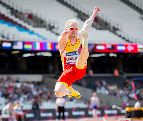 El atleta alicantino, Iván Cano, en salto de longitud