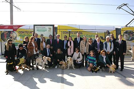 Foto familia Perro Guía y Metro Ligero Oeste