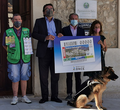 Foto de familia de la presentación del cupón dedicado al gentilicio de Selva