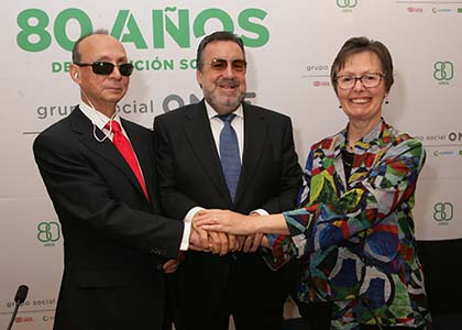 De izquierda a derecha, Fredric Schroeder, Miguel Carballeda y Frances Gentle, tras la firma del acuerdo