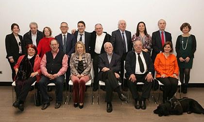 Foto de familia con todos los miembros de los diferentes jurados de los Premios Tiflos de Literatura 2018