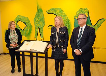 De izquierda a derecha, Teresa Díaz, Ana Díaz, y Ángel Luis Gómez, en la presentación del libro