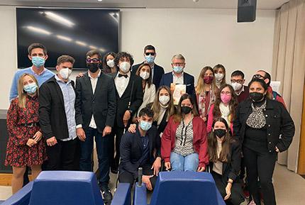 Foto de grupo tras la reunión con el comisario europeo Nicolas Smith