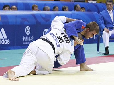 El judoka ciego Abel Vázquez durante una competición