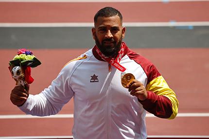 Kim López con la medalla de oro