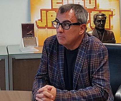 Rafael Vallbona, ganador del XXI Premio Roc Boronat de la ONCE, con la novela 'Els bons dies'