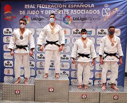 Sergio Ibáñez a la derecha del todo en el podium