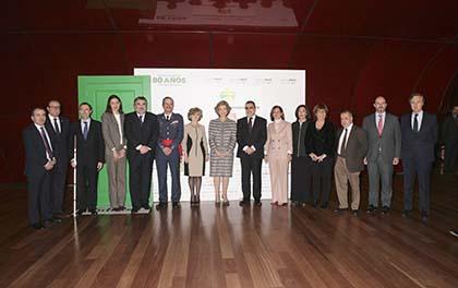 Galardonados con los Premios Solidarios ONCE Comunidad de Madrid 2018 y autoridades