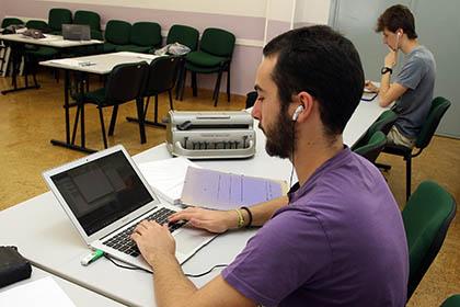 Alumnos con discapacidad visual realizan las pruebas de EVAU