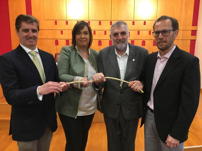 Foto de familia presentación de la Carrera de Cascabeles en Álava