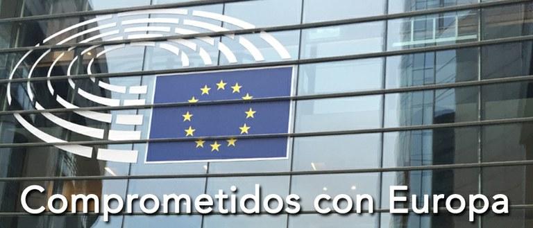 """Imagen de la Sala de Plenos del Parlamento Europeo con la leyenda """"Comprometidos con la Unión Europea"""""""