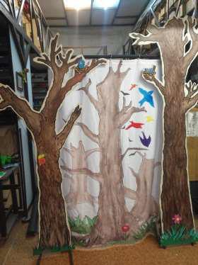 Fotos de la escenografía de la Obra Chico Malo (árboles)