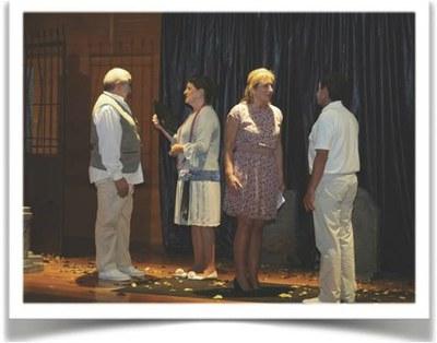 Grupo Malecón durante la representación de la obra