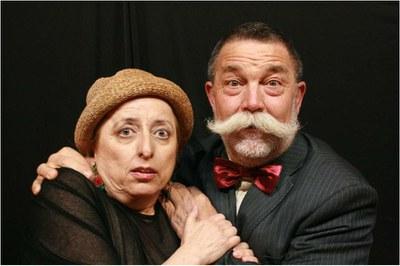 Dos actores durante la representación